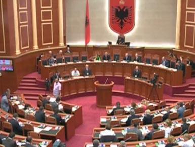Deputetja e PS-së nuk ndihet mirë në seancë plenare, ambulanca mbërrin në Kuvend
