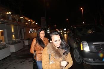 Almeda Abazi kapet mat duke darkuar me futbollistin turk, Sergen
