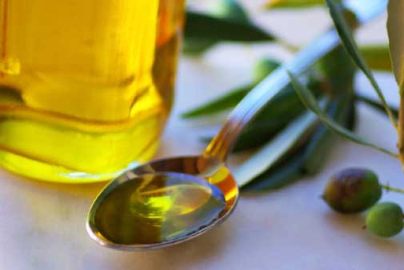 Çfarë i bën organizmit një lugë vaj ulliri esëll në mëngjes…