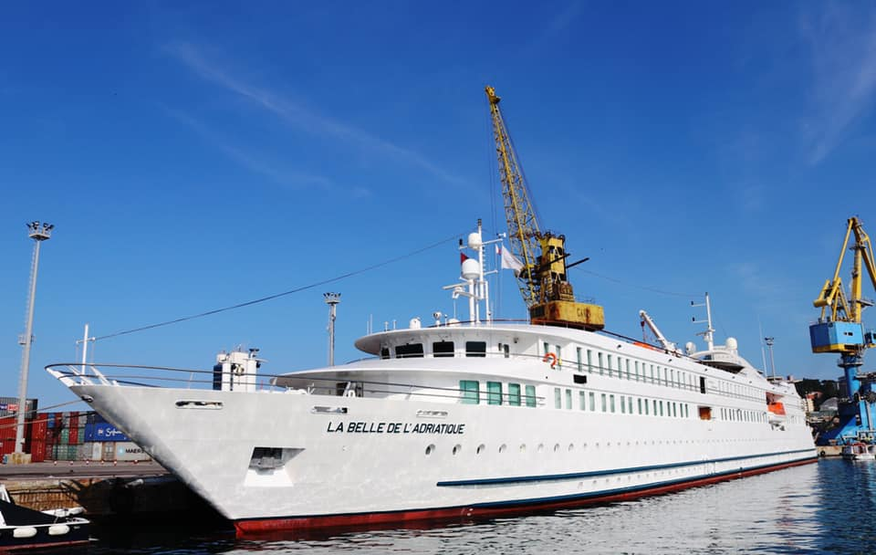 """Rikthehen kroçerat në portin e Durrësit, """"La Belle Dell'Adriatique"""" sjell turistët e parë për këtë vit"""