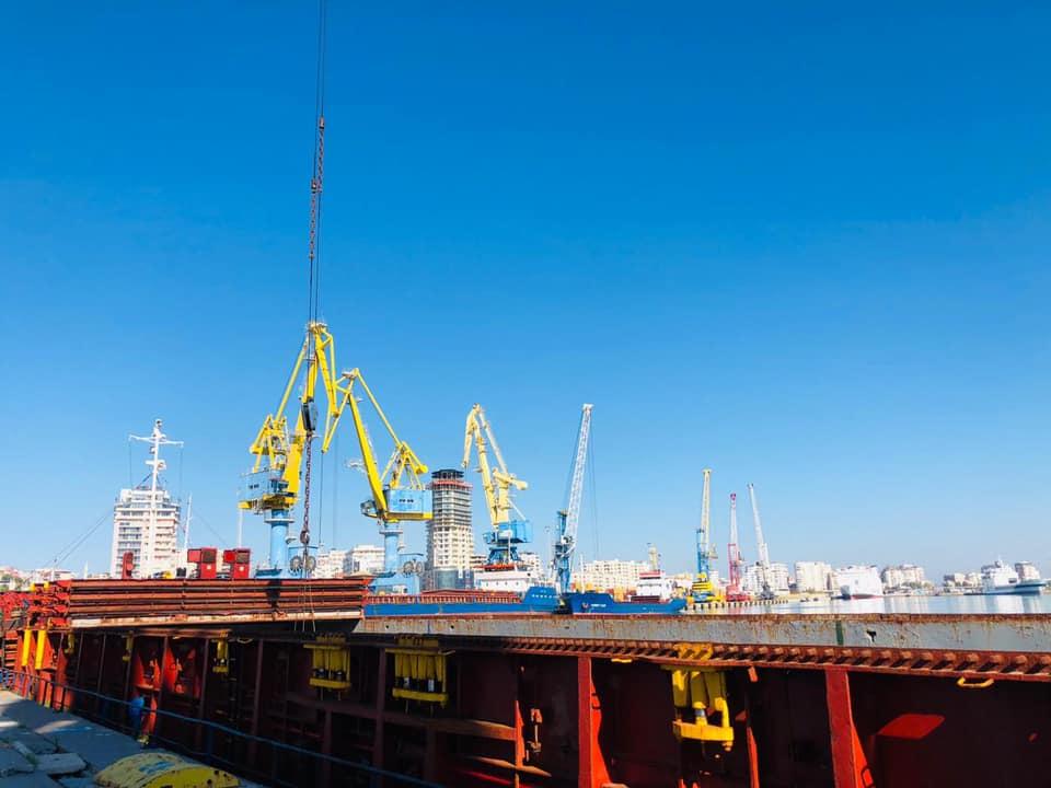 Nëntori nis me intensitet përpunimi të mallrave në Portin e Durrësit