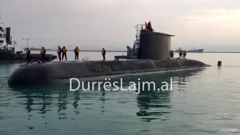 Nëndetësja turke viziton për herë të parë portin e Durrësit (VIDEO)
