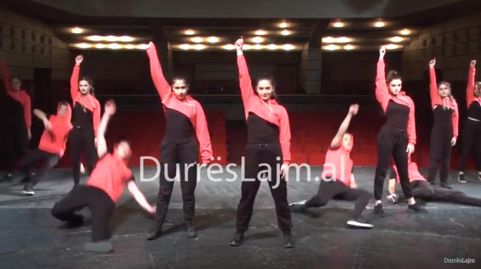 """""""Maratona rinore"""", artistët e rinj të Durrësit performojnë pa publik. Si u zhvillua eventi kulturor në kushte pandemie (VIDEO)"""