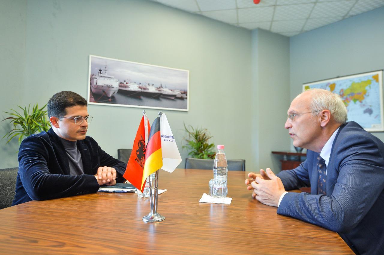 Ambasadori gjerman viziton portin e Durrësit, në fokus thellimi i bashkëpunimit mes palëve