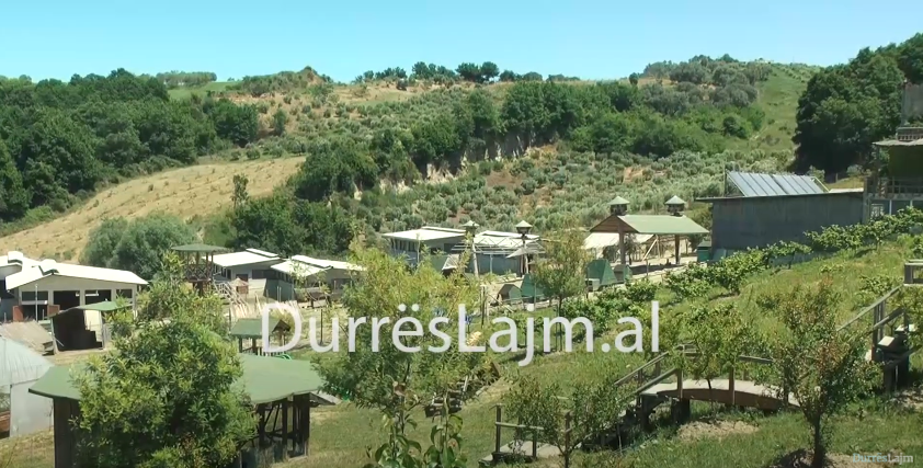 """Destinacioni i preferuar pak kilometra larg Durrësit. """"Pema e jetës"""", një oaz mes gjelbërimit dhe ushqimeve bio (VIDEO)"""