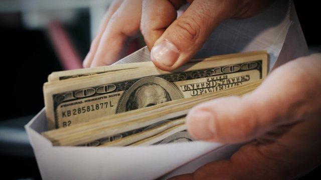 Pastrimi i parave në Shqipëri, VOA: Ekspertët shqetësim për depërtimin në ekonomi