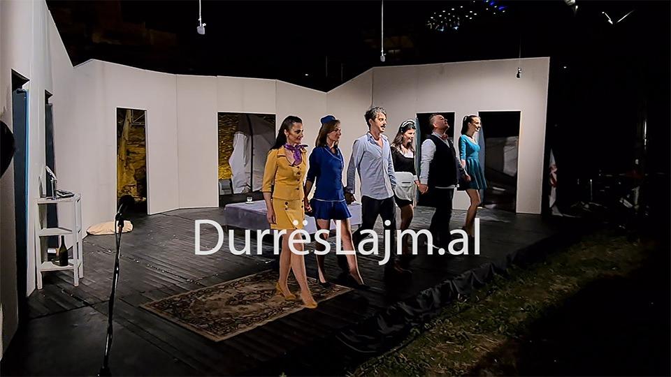 """Rikthehet komedia e suksesshme """"Boeing Boeing"""" në skenën amfiteatrit të Durrësit"""