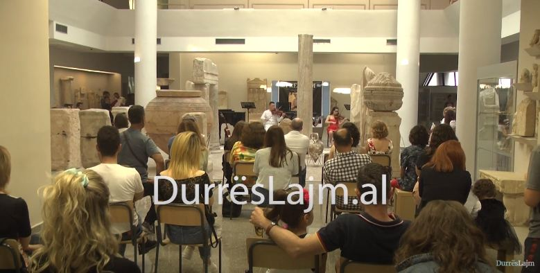 """Artistët e """"Jan Kukuzelit"""" organizojnë koncertin """"Freedom"""" në Muzeun Arkeologjik (VIDEO)"""