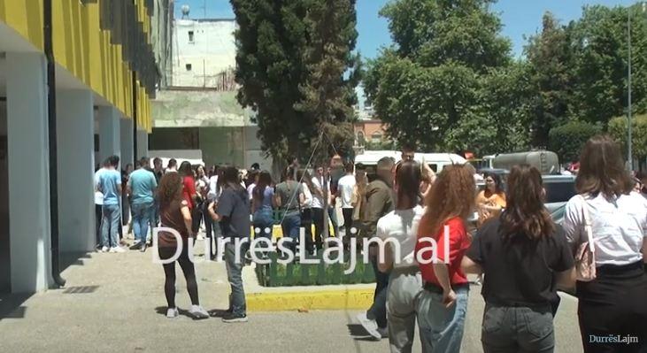 2652 maturantë në Durrës i nënshtrohen provimit të parë të Maturës Shtetërore (VIDEO)