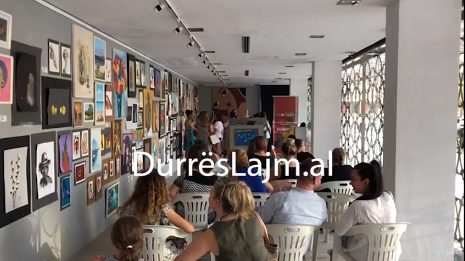 Durrës, artistët e vegjël shesin pikturat e tyre për qëllime bamirësie (VIDEO)