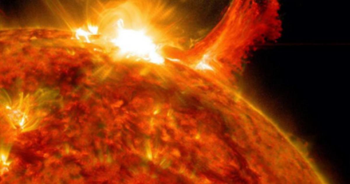 Dielli lëshon flakën e pazakontë, shkencëtarët të shqetësuar!