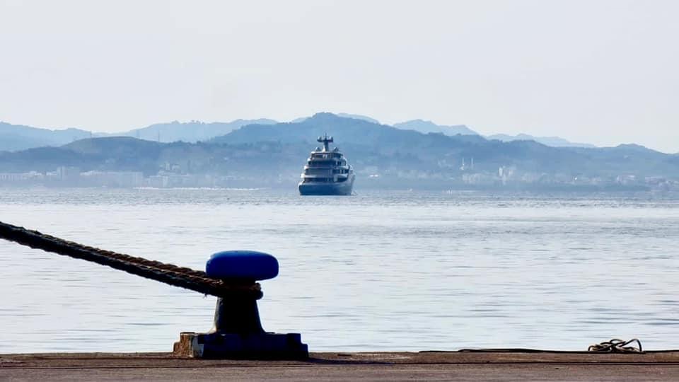 Reshjet e shiut nuk ndërpresin lundrimin detar, tragetet mbërrijnë 1 orë me vonesë në Durrës