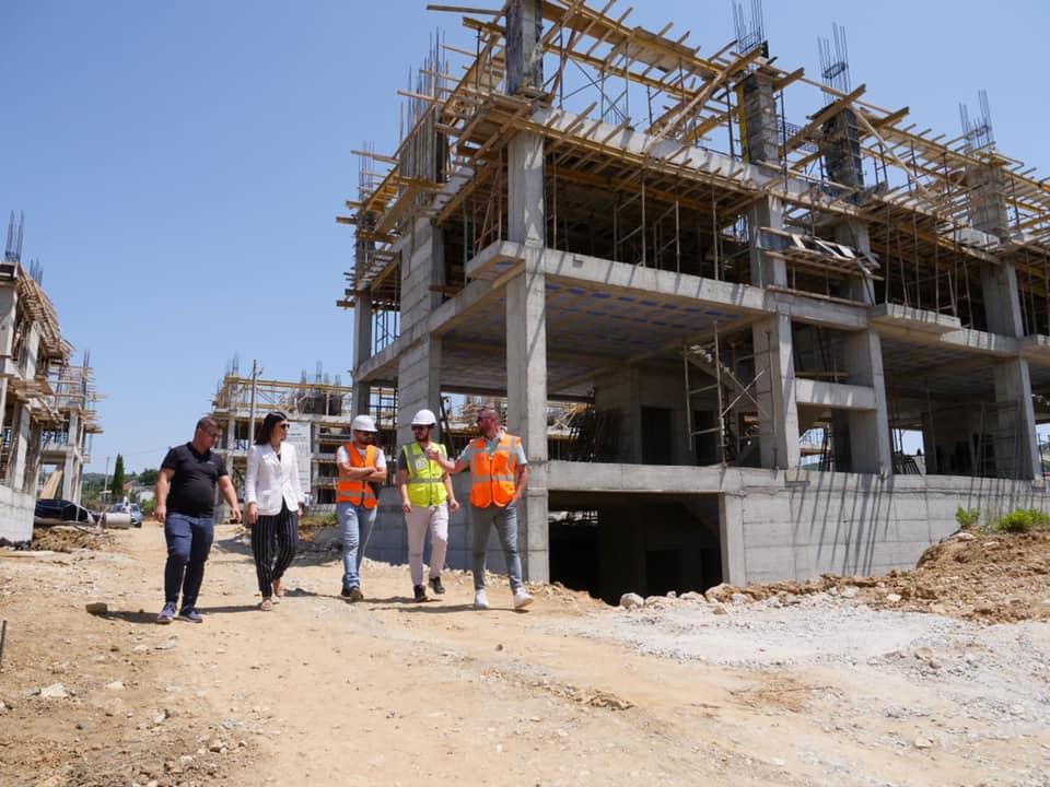 Sako inspekton lagjen e re që po ndërtohet në Manzë: Do jetë zonë zhvillimi për qytetin (FOTO)