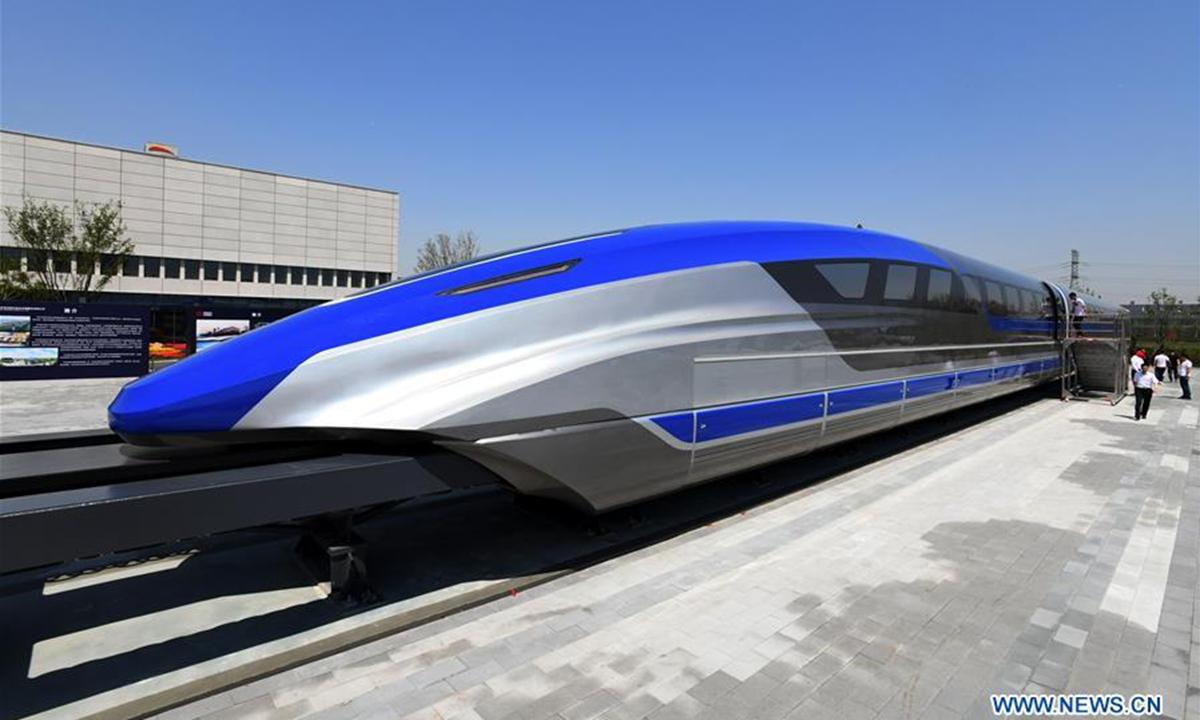 Inaugurohet treni-plumb, udhëton me 600 km në orë