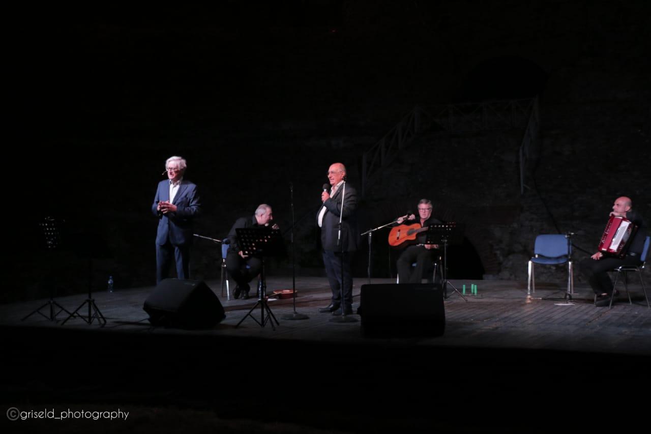 """""""Këndo Napolin …"""" në Amfiteatrin antik të Durrësit"""