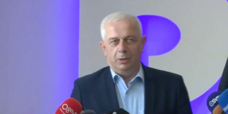 Kreu i komunës së Bujanovcit takon Bashën: Serbia po përdor metodën e spastrimit etnik, kërkojmë ndihmën e Shqipërisë