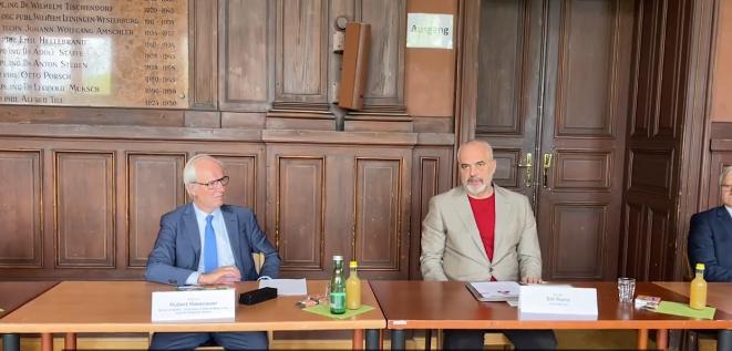 Rama në Vjenë: Synojmë njehsimin e diplomave me universitetet europiane