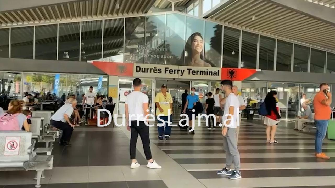 Fluks emigrantësh, 3050 pasagjerë mbërrijnë në portin e Durrësit (VIDEO)
