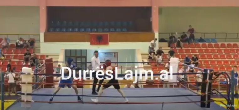 Rikthehen ndeshjet e boksit në Durrës, boksierët triumfues të medaljeve dhe kupave (FOTO+VIDEO)