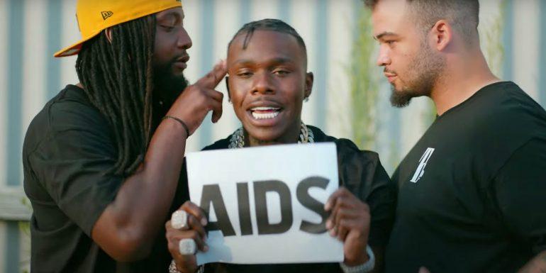 Ofendoi homoseksualët dhe të infektuarit me HIV gjatë festivalit, reperi i njohur kërkon falje