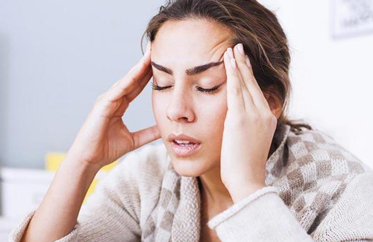 Dhimbja e kokës nga vapa, masa dhe kujdesi që duhet të tregoni