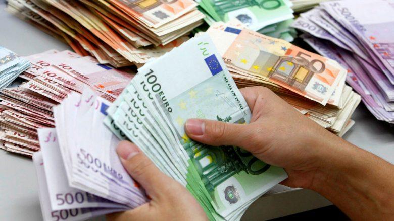 Depozitat e reja në euro, në nivelin më të lartë në pesë vjet