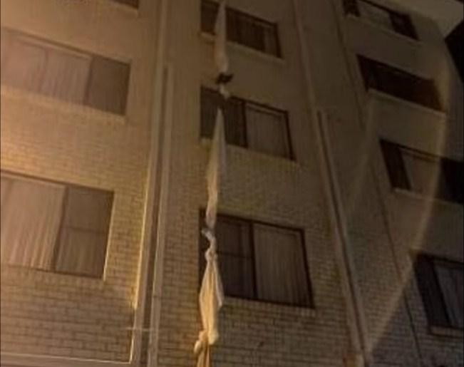 39-vjeçari i shpëton karantinës duke u arratisur nga hoteli me çarçafë