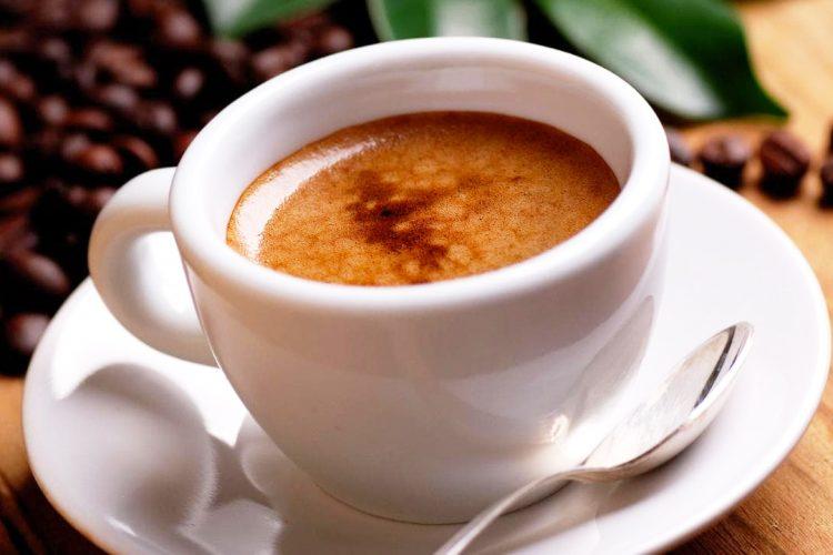 Me apo pa qumësht, cila kafe bën më mirë për shëndetin