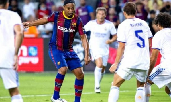 Legjendat e Real Madridit fitojnë kundër legjendave të Barcelonës në një miqësore fantastike