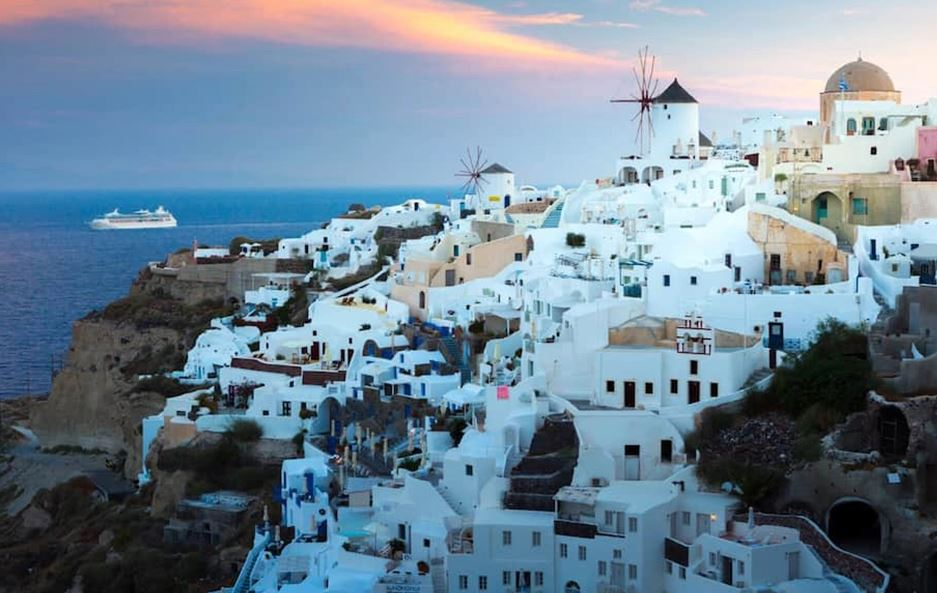 Greqia heq masat kufizuese në ishullin turistik