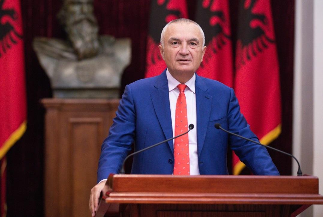 Presidenti Meta uron besimtarët për Kurban Bajramin