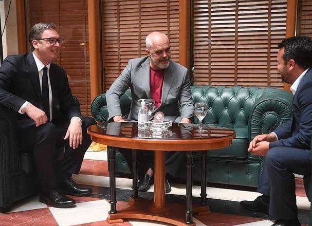 """""""Hap i madh për të ardhmen""""/ Vuçiç publikon foton nga takimi me Ramën e Zaev: Vendet e Ballkanit, më shumë investime"""