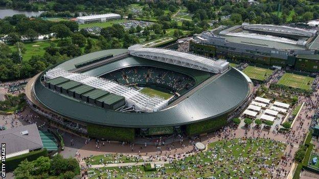 Tenis/ Dyshimet për trukim baltosin Wimbledonin