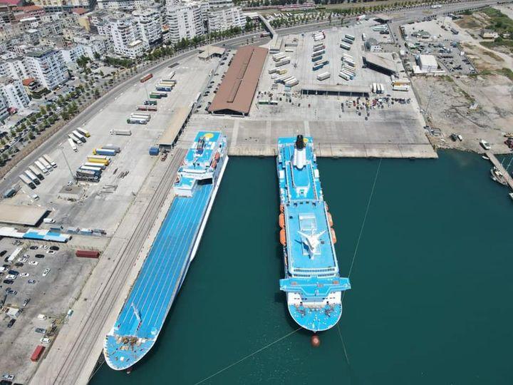 Problem teknik në tragetin e linjës Durrës-Bari, Autoriteti Portual jep njoftimin e rëndësishëm për pasagjerët