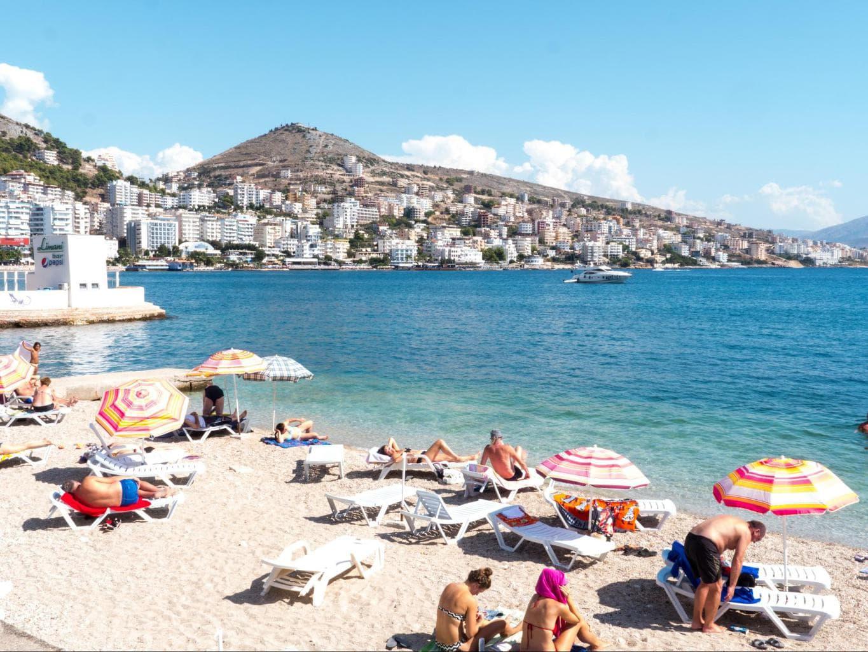 Pushimet shkurtohen, çmimet rriten; plazhet më të shtrenjta dhe më të lira nga Jugu në Veri