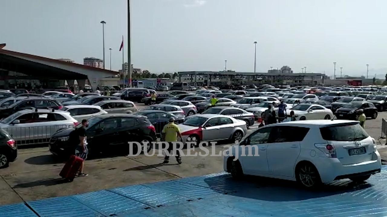 Fluks pasagjerësh në portin e Durrësit (VIDEO)