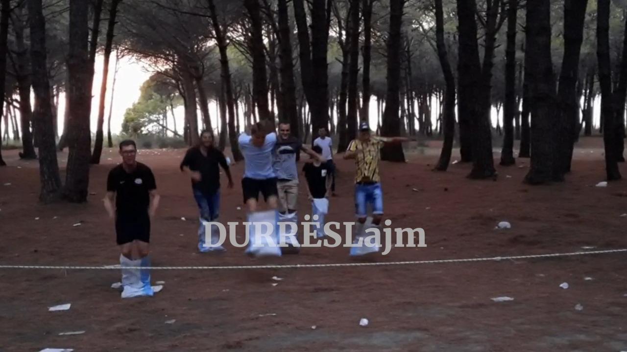 Të rinjtë e Durrësit bëhen bashkë për të festuar Ditën Botërore të Rinisë (VIDEO)