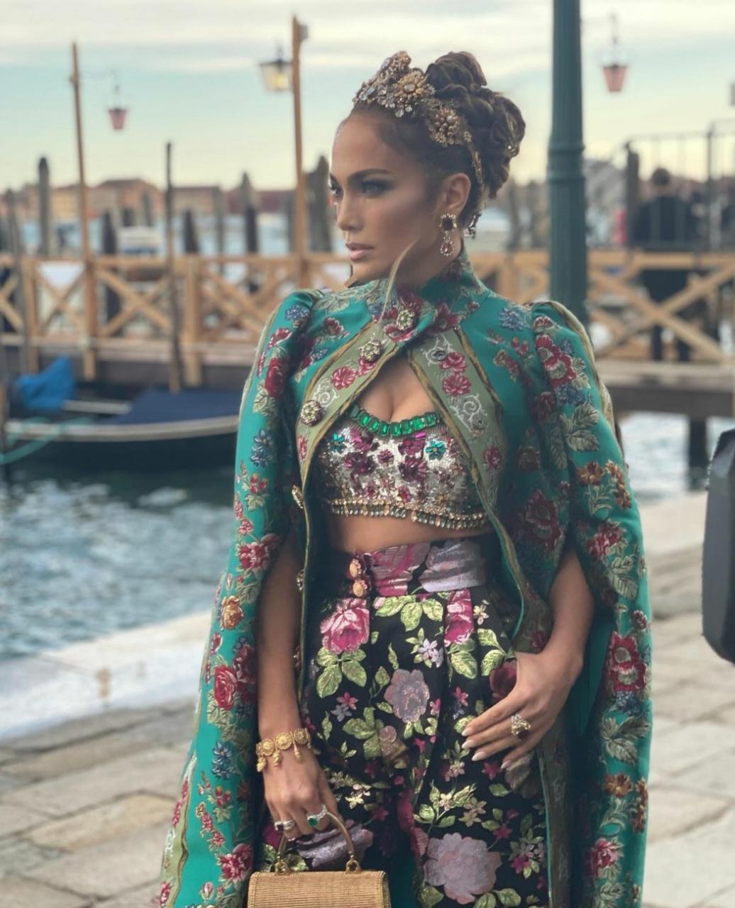 Sfilata ekstravagante e Dolce Gabanna-s, Jennifer Lopez ylli i saj (FOTO)