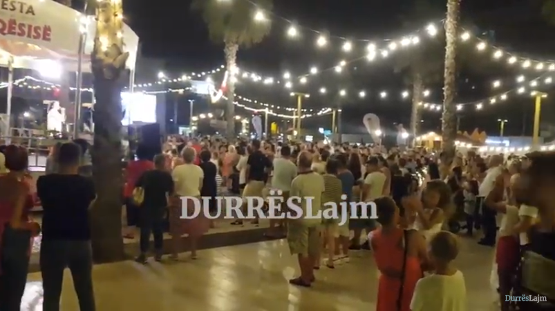 """""""Festa e miqësisë"""" ndez qendrën e Durrësit (VIDEO)"""