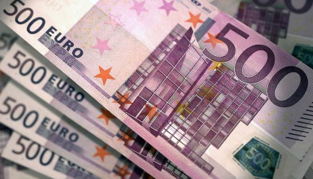 Euro nuk ndal rënien