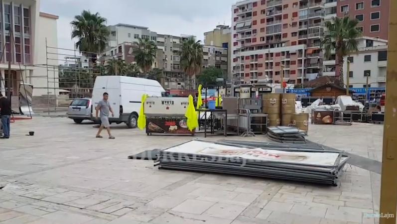 """Për 3 ditë me radhë, sheshi qendror i Durrësit shndërrohet në """"magazinë"""" në qiell të hapur (FOTO & VIDEO)"""