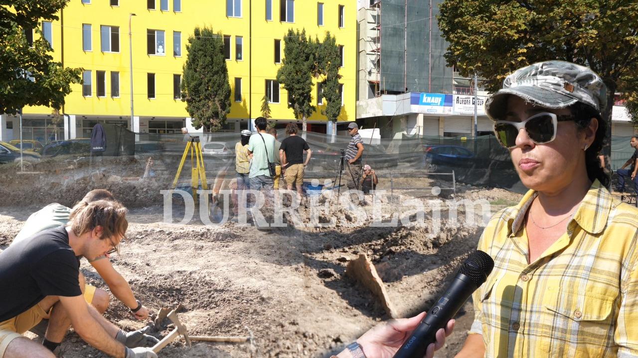 Zbulohen varre mesjetare tek ish-markata e vjetër e Durrësit (VIDEO)