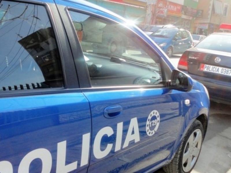 Kokainë dhe municion luftarak në çantën e krahut, arrestohet 27-vjeçari
