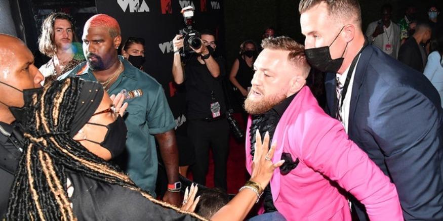 """E refuzoi për të bërë një foto, McGregor sulmon reperin në """"MTV VMAs"""""""