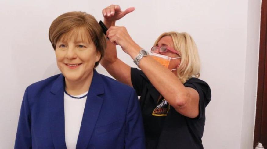 Adhuruesi i Merkel porosit statujën e saj prej dylli me vlerë 10 mijë €