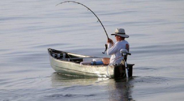 """""""Peshkoi"""" trupin e pajetë dhe e hodhi në det, përfundon në pranga peshkatari"""