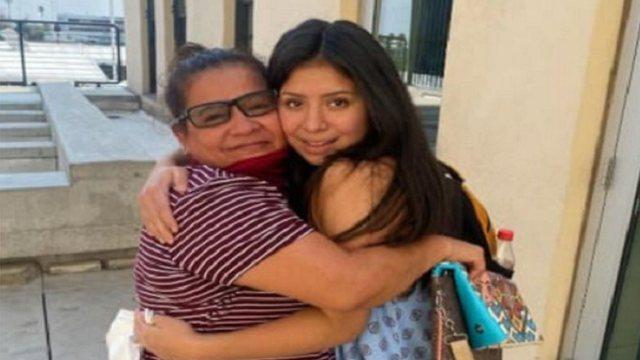 Vajza bashkohet me të ëmën 14 vjet, pasi u rrëmbye nga babai i saj