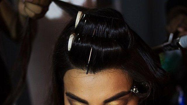 Salloni i bukurisë gjobitet me mbi 270 mijë euro pasi i prenë keq flokët modeles