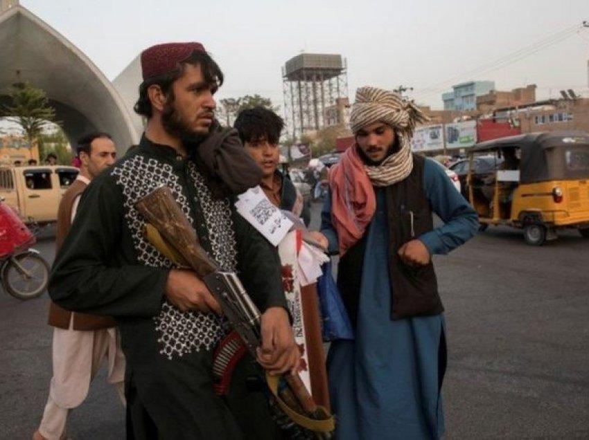 Talebanët u japin urdhër berberëve: Mos u shkurtoni mjekrën burrave!