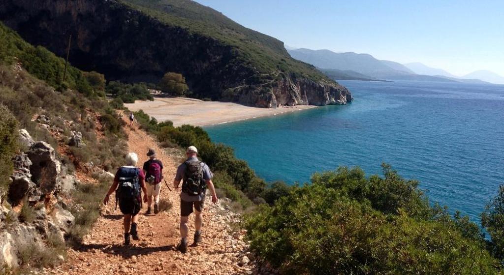 Turistët e huaj sollën 167 mln € më pak në 6 mujorin e parë; Shqiptarët kursyen rreth 300 mln €